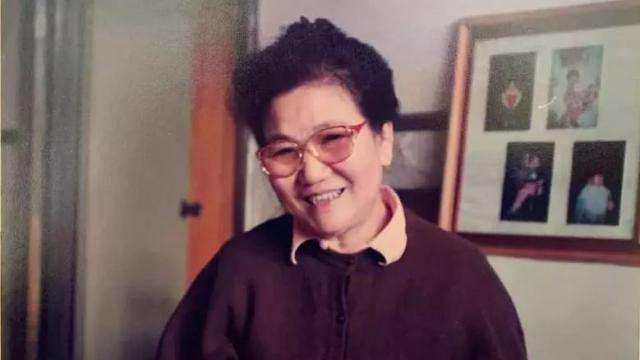 赵丽蓉的出生日期生辰八字分析